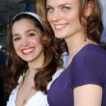 ������, ������: Gina Phillips and Emily Deschanel