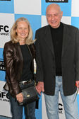 Alan arkin y esposa suzanne en el espíritu de independientes de cine 2007 premios. santa monica pier, santa mónica, ca. 24/02/07 — Foto de Stock