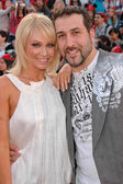 Joey Fatone and wife Kelly — Stock Photo