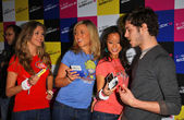 Adam Brody at the launch of T-Mobile Sidekick ID, T-Mobile Sidekick Lot, Hollywood, CA. 04-13-07 — Stock Photo