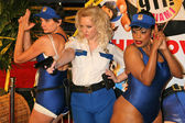 Kerry Kenney-Silver with Wendi McLendon-Covey and Niecy Nash at the premiere of Reno 911 Miami. Graumans Chinese Theatre, Hollywood, 02-15-07 — Stock Photo