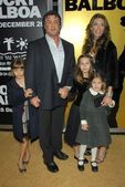 Sylvester Stallone and Jennifer Flavin with family — Stock Photo