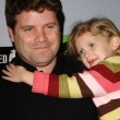 Sean Astin and daughter — Stock Photo