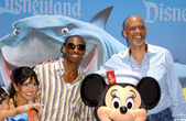 Kobe Bryant and family with Kareem Abdul Jabbar — Stock Photo