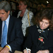 "Zdjęcie stockowe: John Kerry and TeresHeinz Kerry Promote ""This Moment on Earth"""