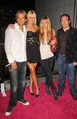 Sean Stewart with Kimberly Stewart and friends — Stock Photo