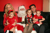 Cindy Margolis with Guy Starkman and their children Sabrina, Nicholas and Sierra — Stock Photo