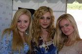 Amanda (A.J.) Michalka, Alyson (Aly) Michalka and Sara Paxton — Stock Photo