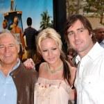 Jimmy Buffett with Brie Larson and Luke Wilson — Stock Photo #16394803