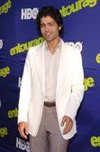 Adrian grenier på premiären av entourage. den cinerama kupol, hollywood, ca. 06-01-06 — Stockfoto