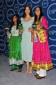 Roia Noor Ahmad with Ashley Judd and Shamila Kohestani — Stock Photo