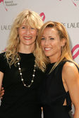Laura Dern and Sheryl Crow — Stock Photo