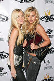 AJ Michalka and Alyson Michalka at the birthday party for Nick Cannon and the opening of his flagship store for PNB Nation. PNB Nation Store, Los Angeles, CA. 10-10-06 — Stock Photo