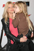Donna D'Errico and daughter Frankie Jean Sixx — Foto Stock