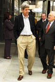 Sen. john kerry en lausd superintendent roy romer — Stockfoto