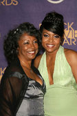 Taraji P. Henson and her mother — Stock Photo