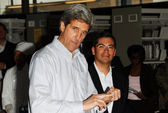 Sen. John Kerry and Rep. Xavier Becerra — Stock Photo
