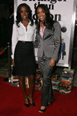 Kelly Rowland and Michelle Williams at the Los Angeles Premiere of Stranger Than Fiction. Mann Village Theatre, Westwood, CA. 10-30-06 — Stock Photo