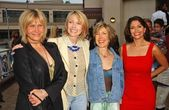Cindy Pickett with Susan Blakely and Farah White with Lin Shaye — Stock Photo