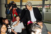 Sen. John Kerry greeting students — Stock Photo