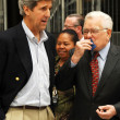 Sen. John Kerry and LAUSD Superintendent Roy Romer — ストック写真