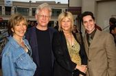 Lin Shaye and Bruce Davison with Cindy Pickett and Seth Peterson — Stock Photo
