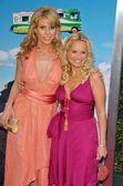 Cheryl Hines and Kristin Chenoweth — Stock Photo