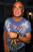Robert Shapiro wearing T-Shirt by Ed Hardy and watch by Croton — Stock Photo