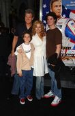 Tracey E. Bregman and family — Foto de Stock