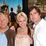 Jimmy Buffett with Brie Larson and Luke Wilson — Stock Photo #16464435