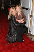 Donna D'Errico and daughter Frankie Jean Sixx — Стоковое фото