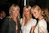 Mary Beth York with Nicky Hilton and Paris Hilton — Stock Photo