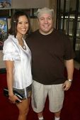 Steffiana De La Cruz and Kevin James — Stock Photo