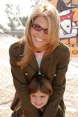 Lori Loughlin and daughter — Stock Photo