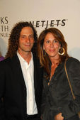 Kenny G and Lyndie Benson at the Unforgettable Evening Benefit for EIFs Woman Cancer Research Fund. Regent Beverly Wilshire Hotel, Beverly Hills, CA. 03-01-06 — Stock Photo