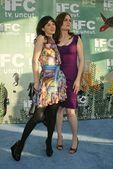 Zooey Deschanel and Emily Deschanel — Stock Photo