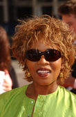Alfre Woodard at the premiere of Dreamer, Mann Village Theatre, Westwood, CA 10-09-05 — Stock Photo