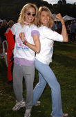 Tea Leoni and Kathy Smith — Stockfoto