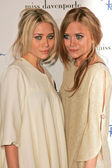 Ashley Olsen, Mary-Kate Olsen — Stock Photo