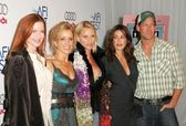 Marcia Cross, Felicity Huffman, Nicolette Sheridan, Teri Hatcher and James Denton — Foto de Stock