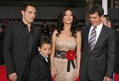 Rufus Sewell and Catherine Zeta-Jones with Antonio Banderas and Adrian Alons — Stock Photo