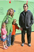 Albert Brooks and family at the P.S. Arts 8th Annual Express Yourself Charity Benefit, Barker Hangar, Santa Monica, CA 11-13-05 — Stock Photo