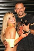"Willa Ford with Ultimate Fighter Chuck Liddell and their dog ""Bean"" — Stock Photo"