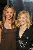 Amanda Bynes, Kristen Bell — Stock Photo