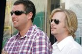 Adam sandler y david spade póstumamente en la ceremonia de homenaje a chris farley con una estrella en el hollywood paseo de la fama. hollywood boulevard, hollywood, ca. 26/08/05 — Foto de Stock