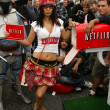 Bai Ling and Eetflix Deliver DVD Relief to Star Wars Fans — Lizenzfreies Foto