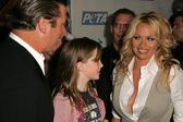 Alec Baldwin with his daughter Ireland Eliesse and Pamela Anderson at PETAs 25th Anniversary Gala and Humanitarian Awards Show. Paramount Pictures, Hollywood, CA. 09-10-05 — Stock Photo
