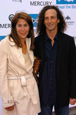 Kenny G and Lyndie Benson at the Heal The Bay 20th Anniversary Annual Dinner, The Beach, Santa Monica, CA 06-02-05 — Stock Photo