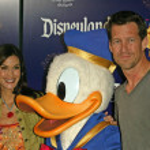 Teri Hatcher, Donald Duck and Jamie Denton — Stock Photo