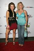 Alicia arden a tamie sheffield na lavičce ohřívačů 2nd výročních 4.července oslavy, den poté, hollywood, ca 06-29-05 — Stock fotografie